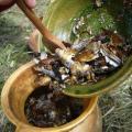 ... puis on les rajoute  dans le coquemard de blé...